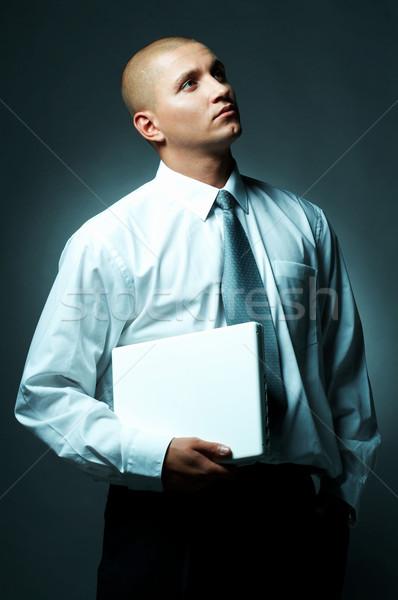 Foto stock: Empresário · jovem · computador · portátil · negócio · trabalhar · laptop