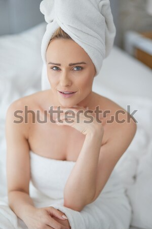 Mujer bonita bano ocupado portátil cama toalla Foto stock © dash