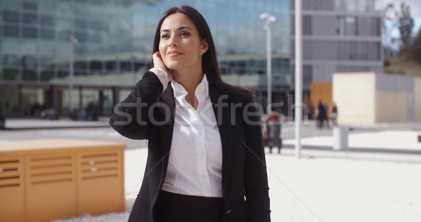 Elegancki kobieta interesu czeka ktoś stałego miejskich Zdjęcia stock © dash