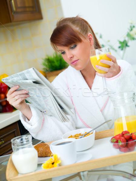 Kadın mutfak güzel bir kadın yeme lezzetli kahvaltı Stok fotoğraf © dash
