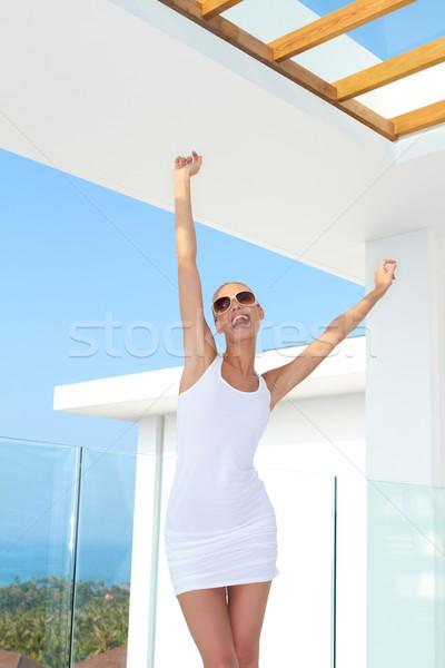 Nő karok ujjongás miniszoknya sötét szemüveg Stock fotó © dash