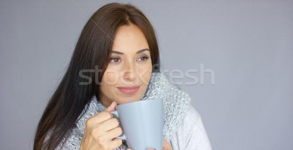 Mooie brunette vrouw beker warme drank Stockfoto © dash