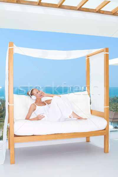 Frau genießen Musik Terrasse weiß Sitz Stock foto © dash