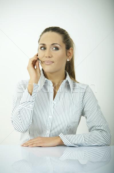 Foto stock: Diariamente · negócio · belo · mulher · de · negócios · escritório · telefone