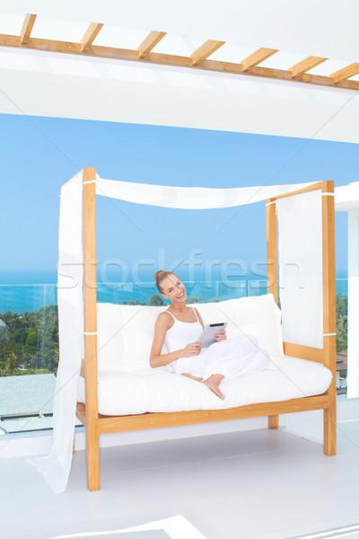 Gyönyörű nő touchpad notebook friss magas kulcs Stock fotó © dash
