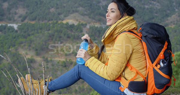 Jonge backpacker water drinken fleswater Stockfoto © dash