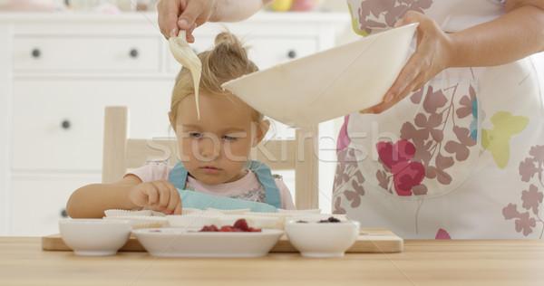 çörek heyecanlı çocuk işaret ebeveyn Stok fotoğraf © dash