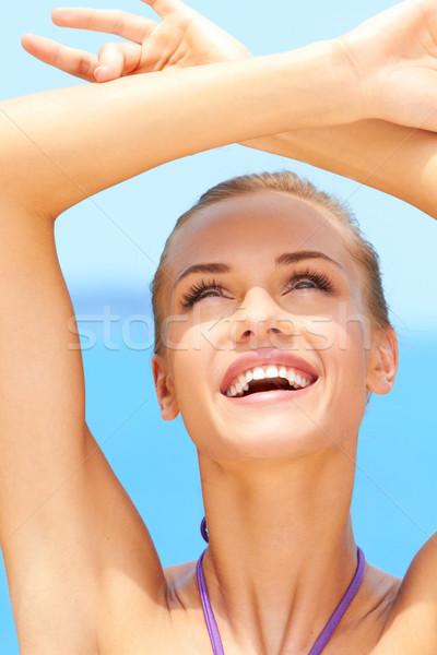 Portre genç kadın gülen plaj gülümseme Stok fotoğraf © dash