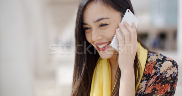 Stockfoto: Jonge · vrouw · luisteren · oproep · mobiele · aantrekkelijk · chic