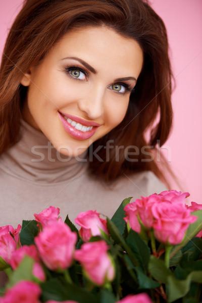 Prachtig brunette roze rozen vrouw mooie Stockfoto © dash