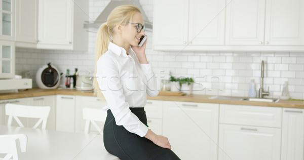 Fiatal nő beszél telefon csodálatos fiatal mosolyog Stock fotó © dash