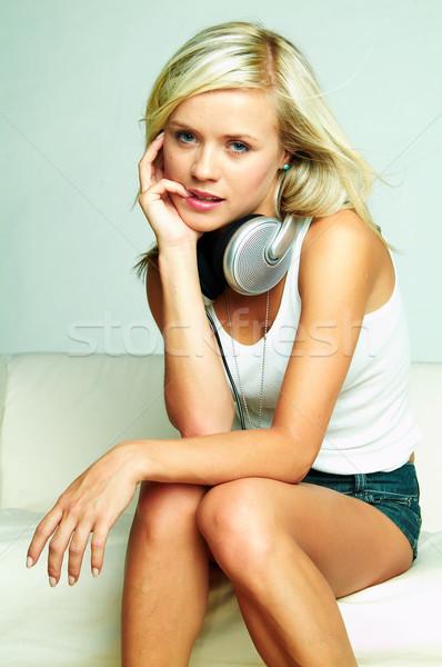 Ouvir música jovem belo feliz mulheres Foto stock © dash