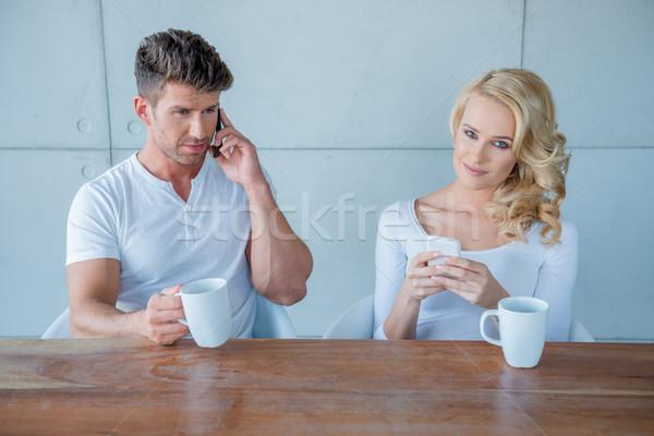 Stockfoto: Vergadering · paar · koffie · mobiele · telefoons · witte