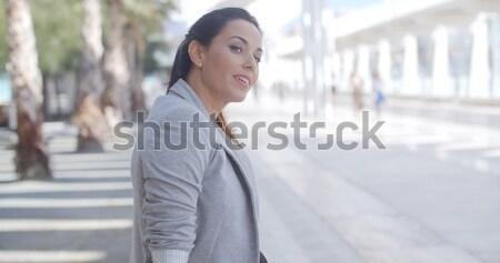 élégante femme séance banc promenade Photo stock © dash