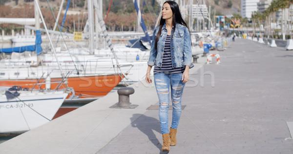 Mooie vrouw promenade aantrekkelijk modieus jonge vrouw Stockfoto © dash