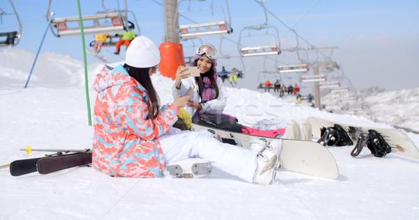 два Привлекательная женщина сидят снега лыжных лифт Сток-фото © dash