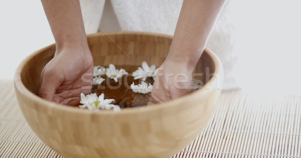 Femminile mani ciotola aroma acqua Foto d'archivio © dash