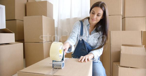 Stock fotó: Fiatal · nő · mozog · otthon · csomagol · dobozok · barna