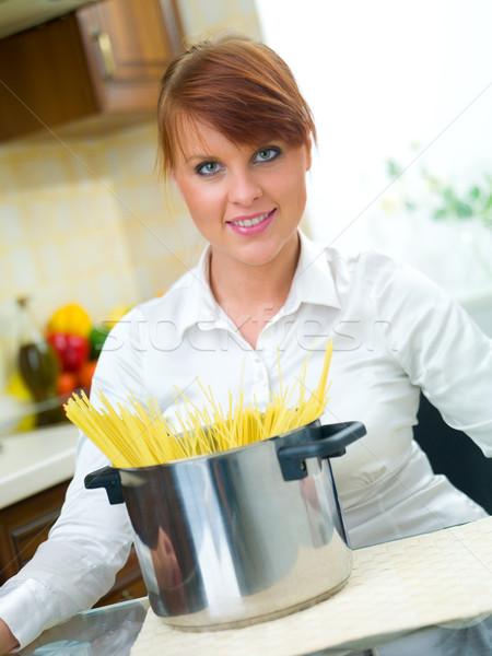 Mulher cozinha bela mulher menina sorrir feliz Foto stock © dash