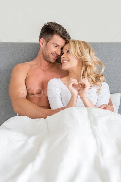 Dulce feliz luna de miel cama blanco Foto stock © dash