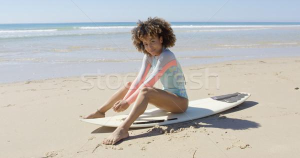 African donna seduta tavola da surf sorridere femminile Foto d'archivio © dash