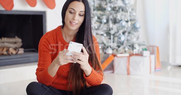 若い女性 外に テキストメッセージ 携帯電話 階 クリスマスツリー ストックフォト © dash