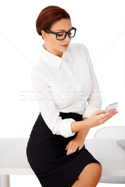 üzletasszony olvas szöveges üzenet vonzó elegáns ül Stock fotó © dash