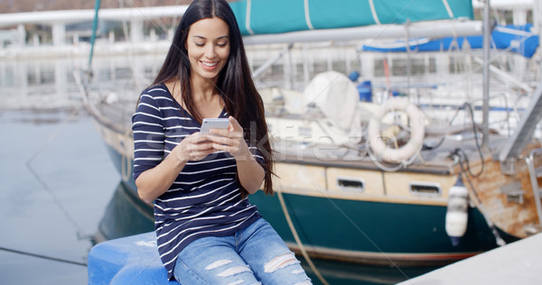 Mulher jovem sessão cais móvel marinha porto Foto stock © dash