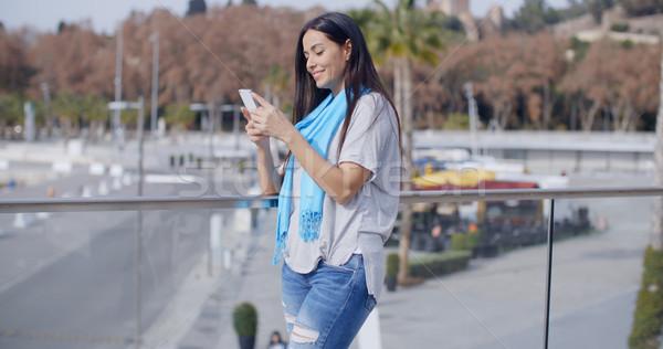Grinsend Frau Telefon schönen weiblichen blau Stock foto © dash