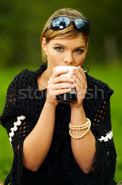 Mulher piquenique jovem mulher de negócios copo verde Foto stock © dash