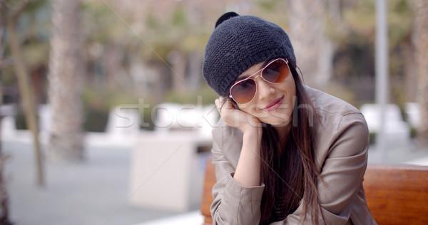 Boldog nyugodt trendi nő ül álmodozás Stock fotó © dash
