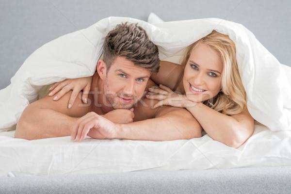 Középső kor édes szerelmespár fehér ágy Stock fotó © dash