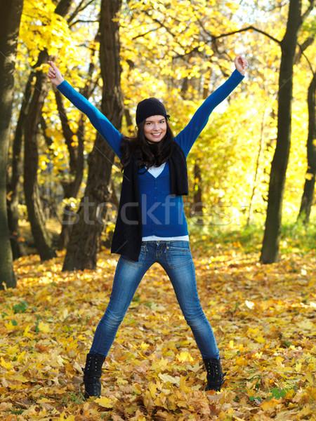 Güzellik sonbahar güzel bir kadın zaman park Stok fotoğraf © dash