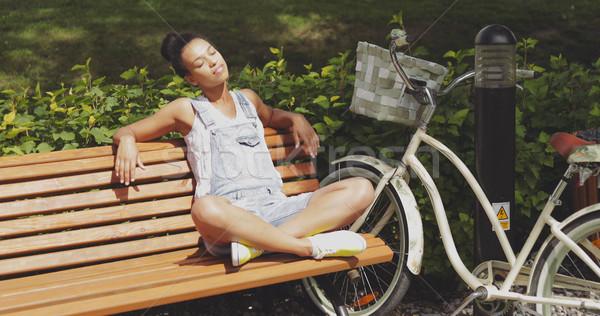 женщину солнце скамейке парка молодые Сток-фото © dash
