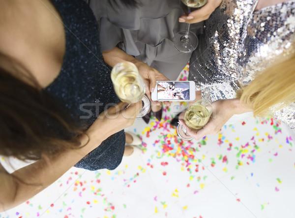 Stock fotó: Három · fiatal · csinos · nő · szórakozás · készít · iszik
