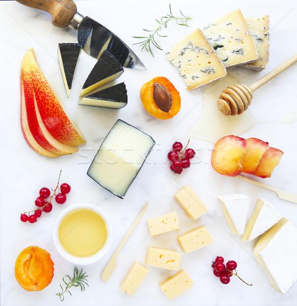 Plaque antipasti casse-croûte marbre bord fromages Photo stock © dashapetrenko