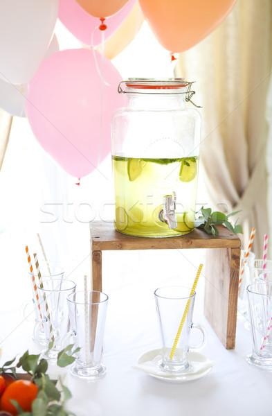 Cytrus domowej roboty lemoniada napój balony urodziny Zdjęcia stock © dashapetrenko
