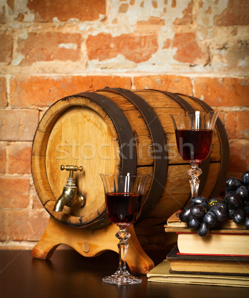 Rétro still life vin rouge baril livres verre Photo stock © dashapetrenko