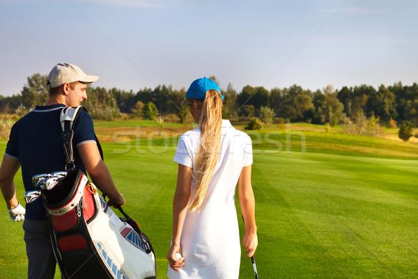Paar spelen golf golfbaan lopen jonge Stockfoto © dashapetrenko
