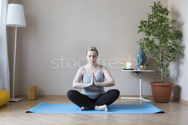 Yoga di mezza età donna matura ragazza Foto d'archivio © dashapetrenko