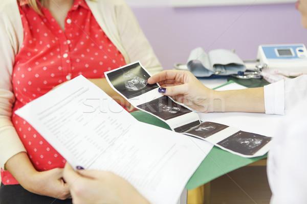 Сток-фото: молодые · беременная · женщина · проверить · вверх · женщину
