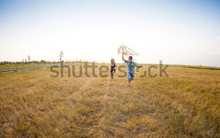 Stockfoto: Gelukkig · kinderen · spelen · vliegen · Kite · zomer