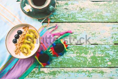 Tasse granola yogourt fruits blanche café Photo stock © dashapetrenko
