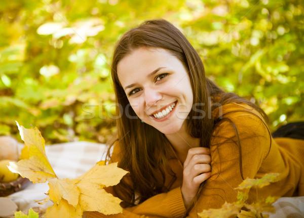 Portrait belle adolescente automne parc Photo stock © dashapetrenko