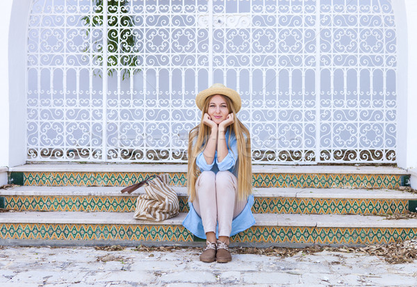 Jovem loiro mulher rua Tunis Tunísia Foto stock © dashapetrenko