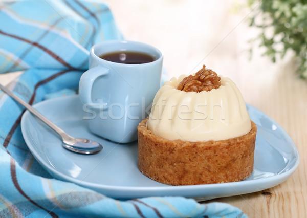 Ceviz kek dekore edilmiş krem fincan kahve Stok fotoğraf © dashapetrenko