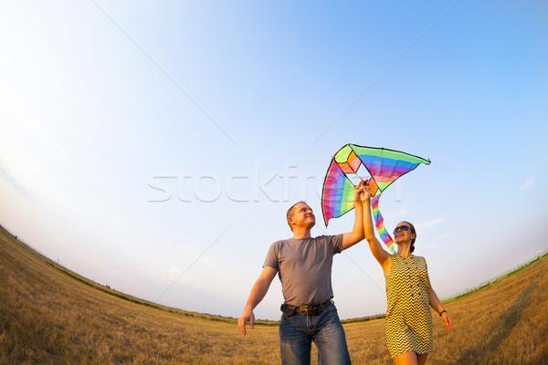 Boldog pár szeretet repülés papírsárkány fiatal pér Stock fotó © dashapetrenko