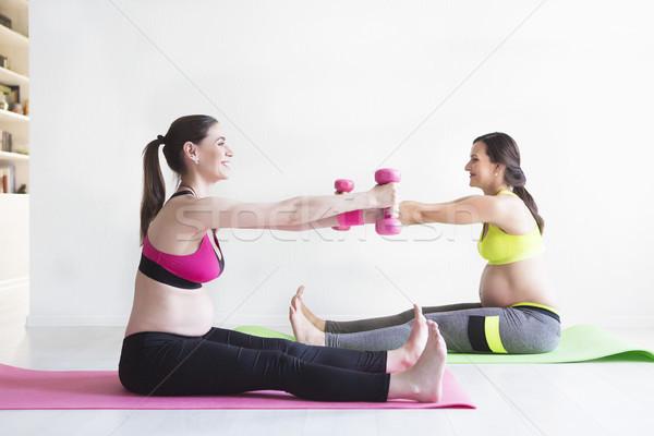 Twee jonge zwangere vrouwen fitness gezond leven Stockfoto © dashapetrenko