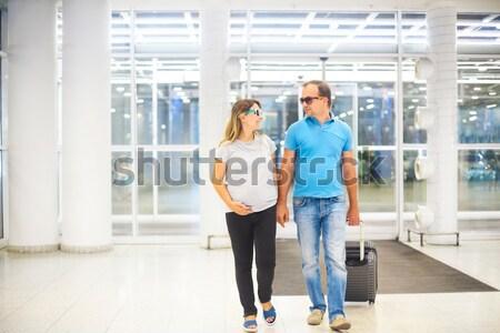 妊娠 カップル スーツケース 空港 駅 小さな ストックフォト © dashapetrenko