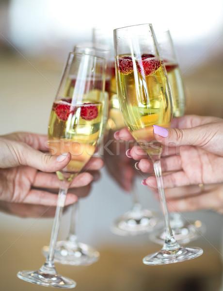 Сток-фото: рук · шампанского · очки · малиной · люди